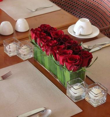 Đằm thắm với bình hoa hồng đỏ. 3