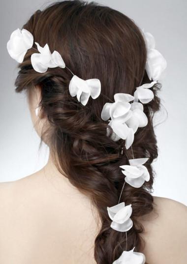 Những kiểu tóc dài cho cô dâu thêm rạng rỡ 8