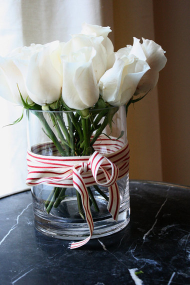 Tinh khôi với bình hoa màu trắng. Rực rỡ với bình hoa màu vàng 1