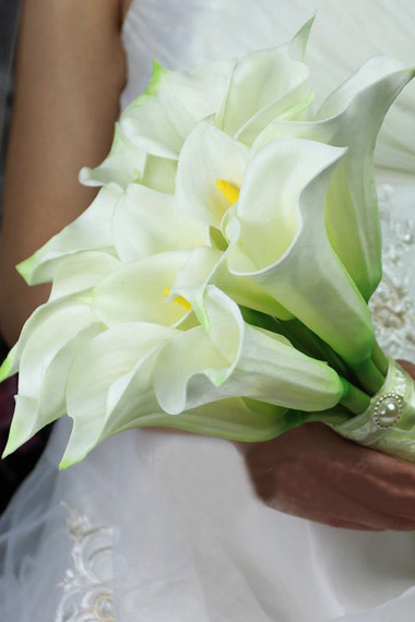 Vẻ đẹp thanh khiết của hoa Rum cho cô dâu đẹp rạng ngời trong ngày cưới 5