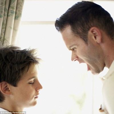Cha và con lúc nào cũng to tiếng với nhau, cháu càng ngày càng tỏ ra xem thường và ghét bỏ cha mình