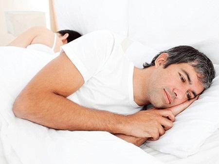 vợ tôi cứ lên giường là ngủ tới sáng, có chăng thì cứ nằm cho tôi mặc sức muốn làm gì thì làm...