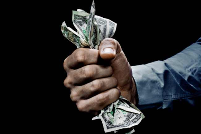 Tiền quyết định bản chất con người sao 1