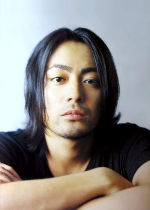 Những kiểu tóc hấp dẫn nhất của các quý ông châu Á bạn không thể bỏ qua 10