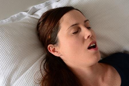 thở miệng trong khi ngủ